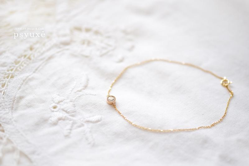 お客様がお持ちだったダイアモンドをミルグレインで留めたオーダーメイドのブレスレットです。