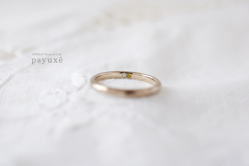お二人の誕生石、ダイアモンドとイエローサファイアを合わせると8ピースの末広がりになるオーダーメイドのご結婚指輪です。