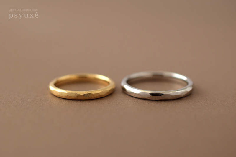 それぞれお好みのテクスチャーで仕上げたK18イエローゴールドとプラチナのご結婚指輪です