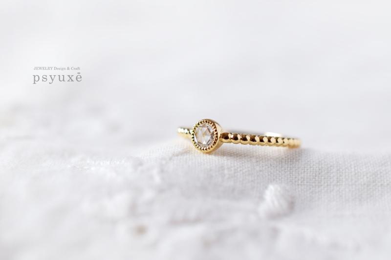 ローズカットダイヤモンドとミルグレインのクラシック調エンゲージリング