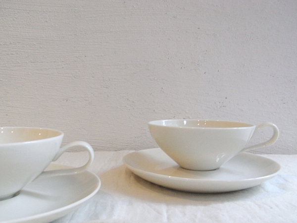 Eva Zeisel Museum White cup Saucer