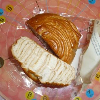 セブンイレブンのメープル風味のしっとりパン