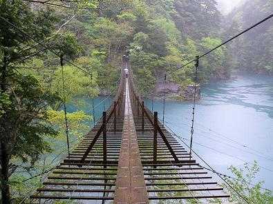 雨の寸又峡夢の吊橋