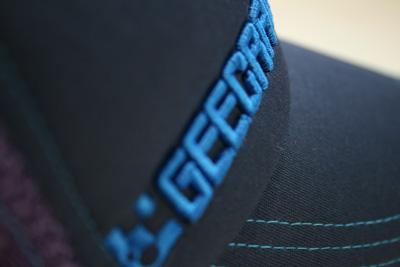 GEECRACKメッシュキャップ(ブルー)刺繍