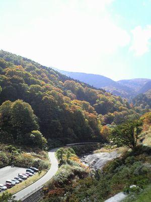 秋田県湯沢市の風景 泥湯の紅葉2