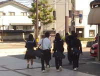 中学生男女