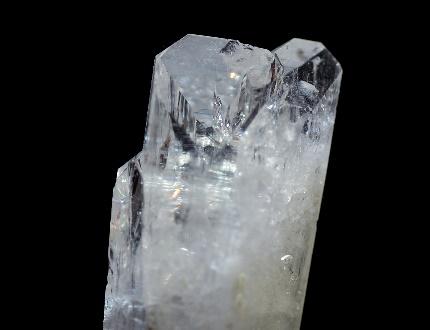 ダンブリ石