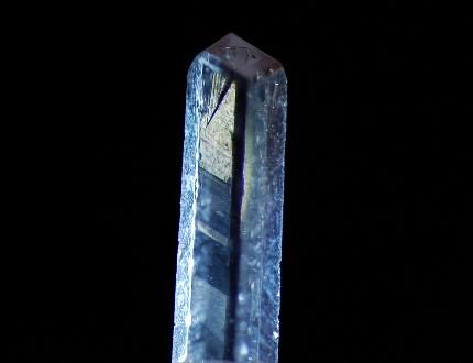 ニフォントフ石