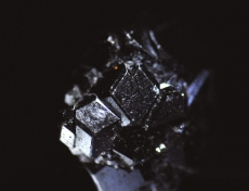 灰鉄柘榴石