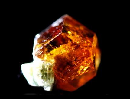 灰礬柘榴石