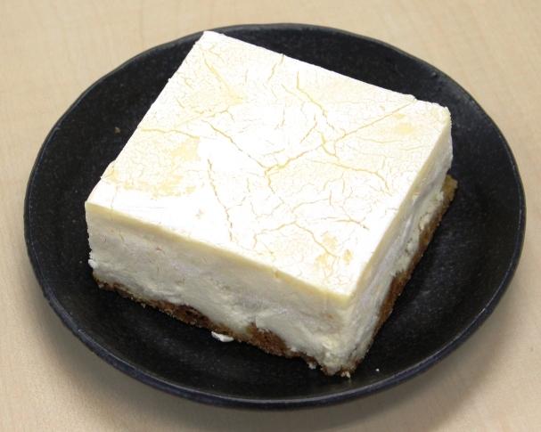 豆腐に見えるチーズケーキ