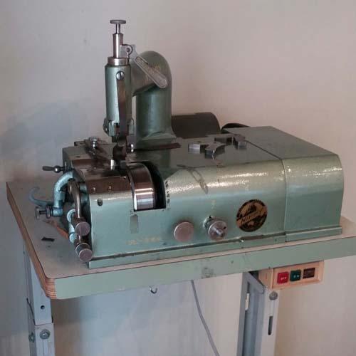 靴学校 革漉き機