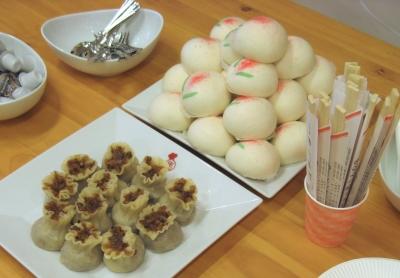 桃饅頭ともち米シュウマイ