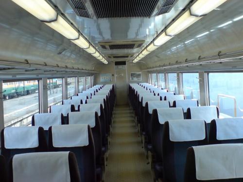 列車内部はすいていた