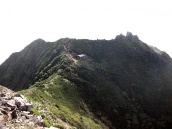 権現岳 稜線の先に権現岳