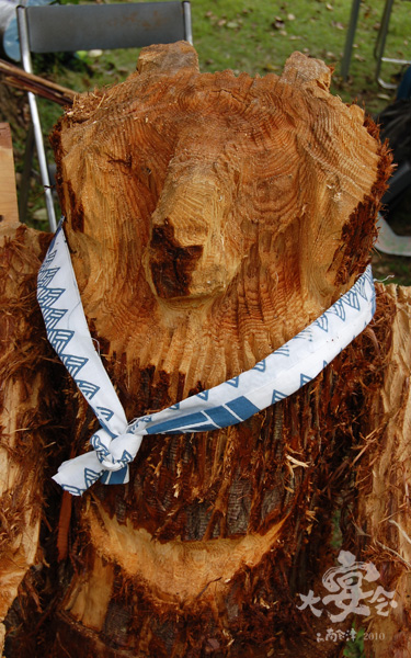 木彫りの熊。チェーンソーアート。