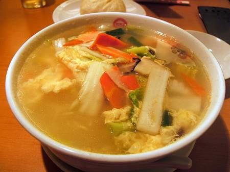 551蓬莱 関空店の五目湯麺