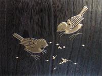 かわいらしい雀の絵柄