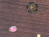 細かい模様の桜にピンクの貝の花びら