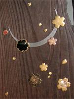 銀の月に桜の花や花びら、雪輪など