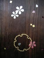 本金の雪輪蒔絵と桜