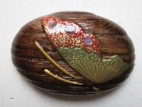蝶 羽の柄は金粉と貝で