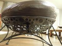 穴あき 鉄の脚 桐の座椅子