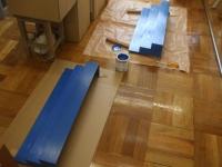 ひな壇の塗装