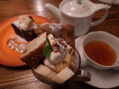 バナナと胡桃のケーキパフェ