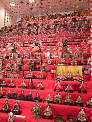 三十段雛飾り(あおり)。