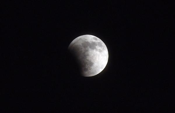 11.12.10_皆既月食1