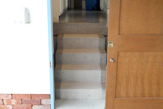スベラサンドを施工した滑りにくく美しい表情の階段