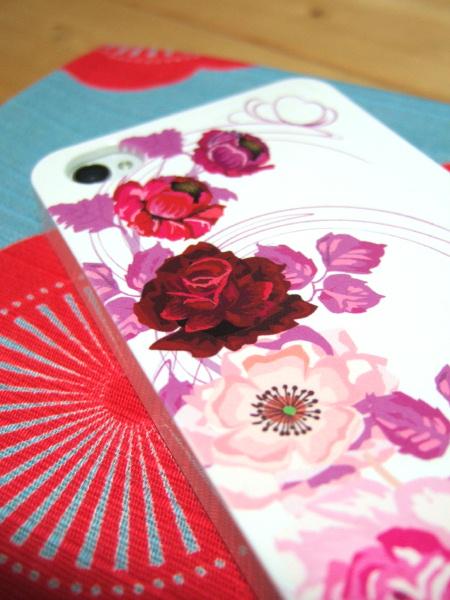SHL22のバラの花柄カバー