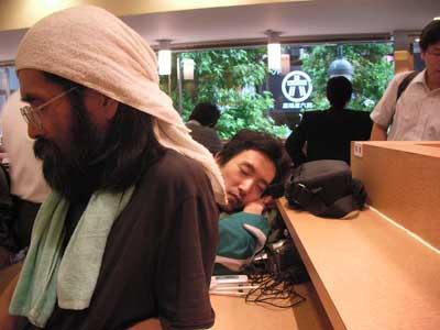 渋谷サミット:マック難民隊