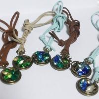 懐中時計風ペンダント(青と緑系)