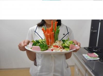 サラダを担当.JPG