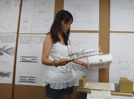 612理科大.2年第二課題「図書館」.JPG