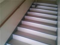 階段清掃中です