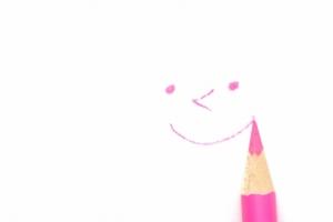 ピンク 色えんぴつ 笑顔 AC