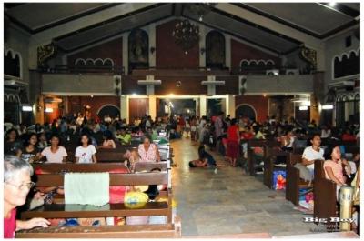 教会の中の避難民