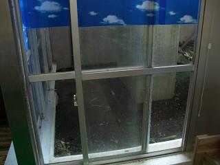 20050827 早雲山温泉 鍵のかからない窓