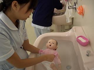 20051105 よこはま看護専門学校祭 沐浴2