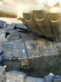 20061125 黄金の巨大神像 水