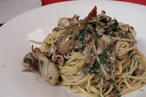 papaパスタ:生牡蠣と黒舞茸♪