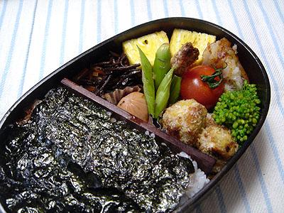 イワシフライと不気味な海苔弁当