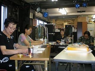 2009年八月の蒼い空稽古風景手前和田幾子.奥白川和子 004.jpg