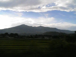 安達太良は 万葉集にも歌われ、『日本百名山』および『うつくしま百名山に選定されています。