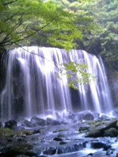 これが滝沢の不動の滝『男滝』です。