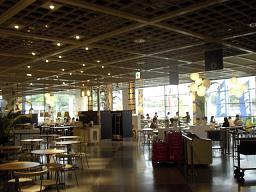 ショッピングモール内のセルフレストラン