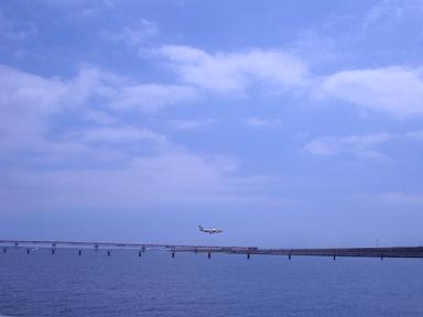 対岸は、羽田飛行場 着陸態勢